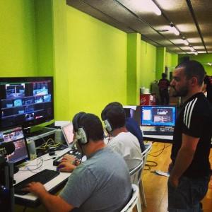 Equipo de realización en plena retransmisión televisiva