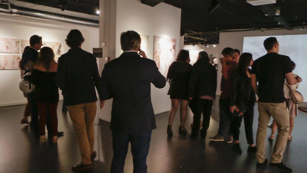 Público durante la inauguración de la exposición