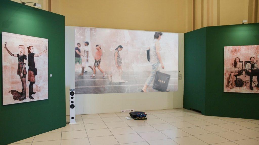 Proyección de la obra en la exposición