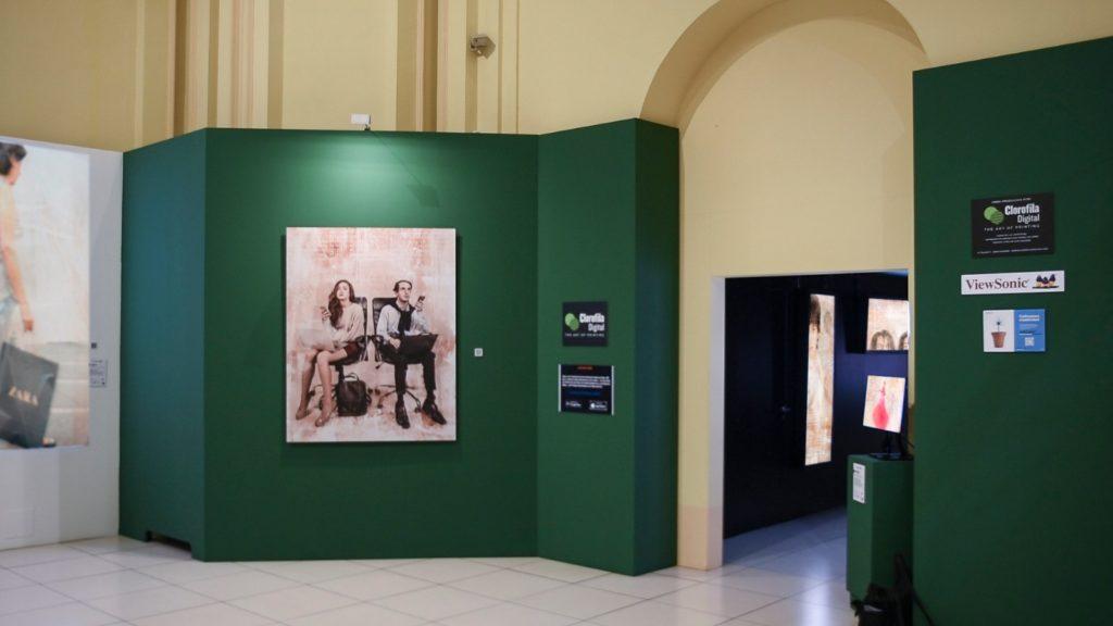 Obras de la exposición y cartel de elucubración